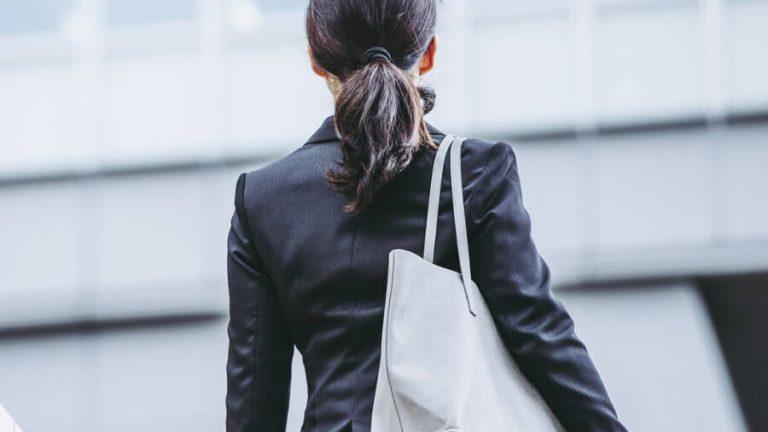 転職を決意する女性